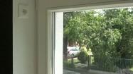 Okno i gniazdko elektryczne