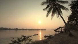 Zachód słońca na tajskiej plaży