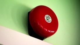Czerwony dzwonek szkolny